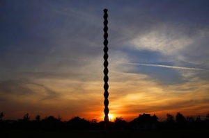 28-coloana-infinitului-la-apus