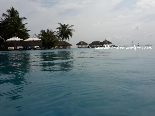 infinity pool velassaru
