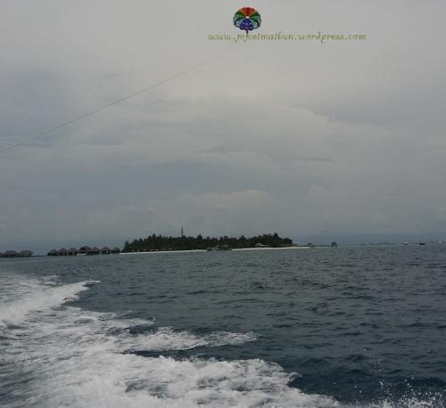 Parasailing in Velassaru Maldives